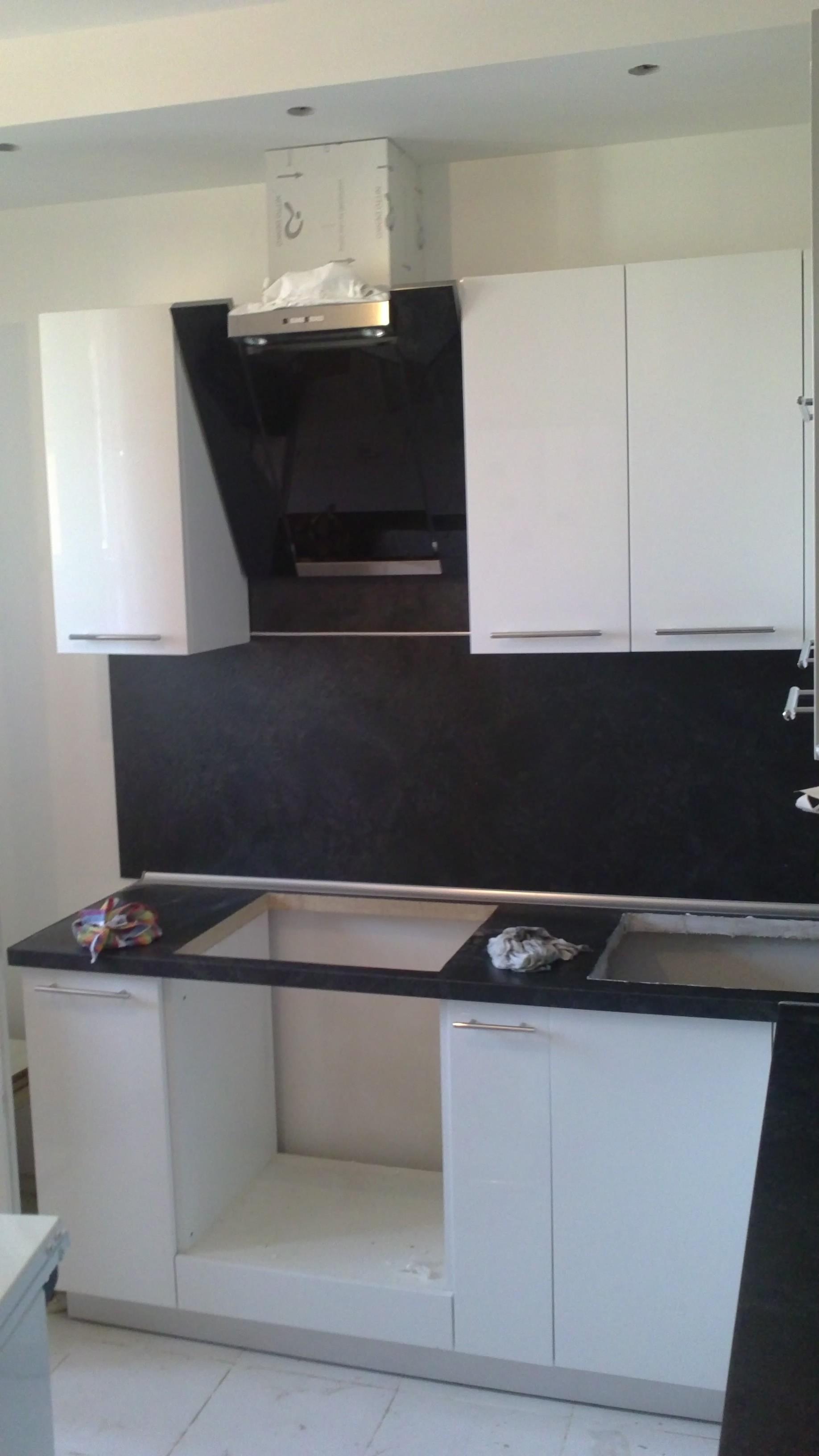 Кухня угловая черно белая угловая