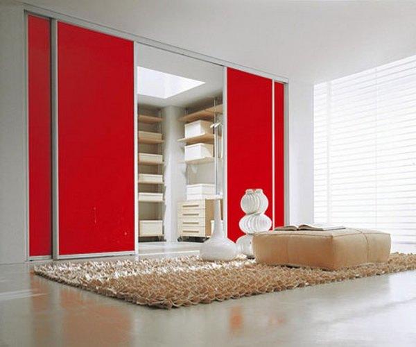 Красный шкаф