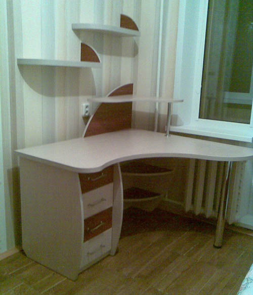 письменный стол для школьника фото угловой