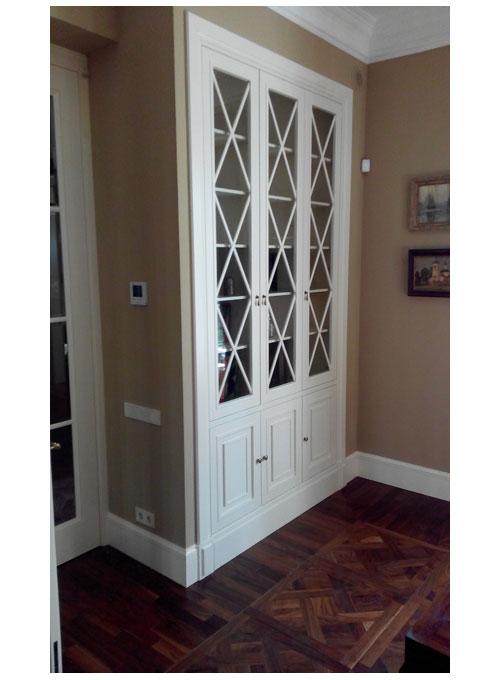 Шкаф со стеклянными дверцами фото