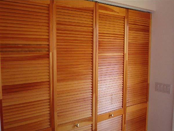 Складные двери для шкафа. Преимущества и недостатки складных