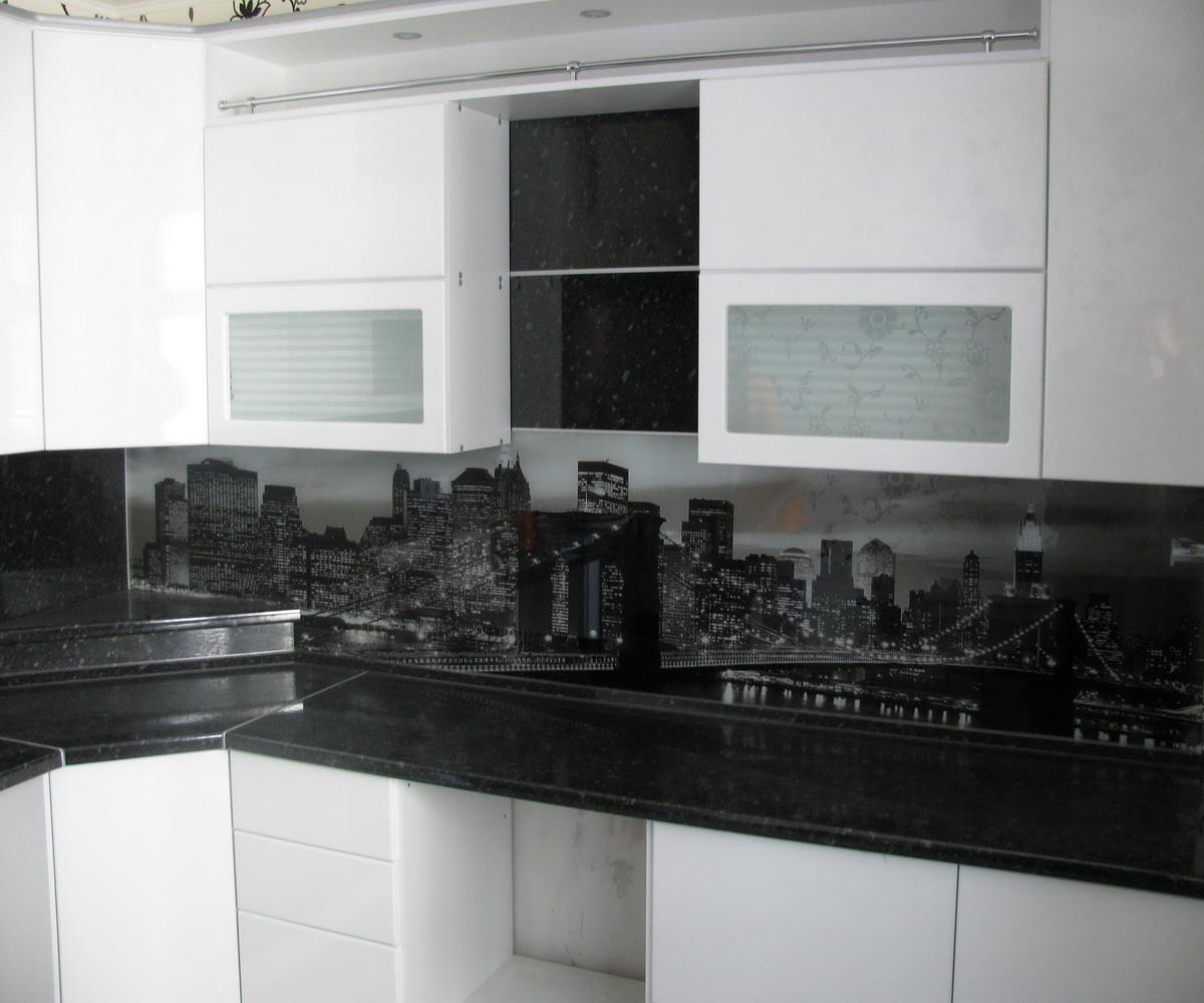 Бело черная кухня