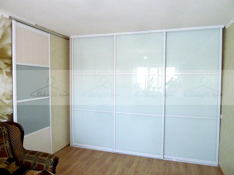 Встроенный шкаф-купе с 3 дверями , фото. цена - 34000.00 руб.