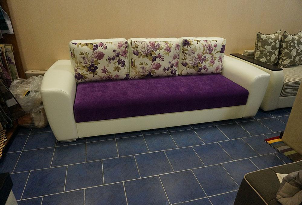 фиолетовые диваны с подушками фото предметах