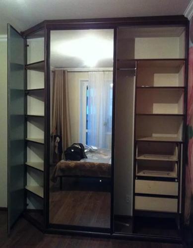 Сборка двухцветного шкафа.