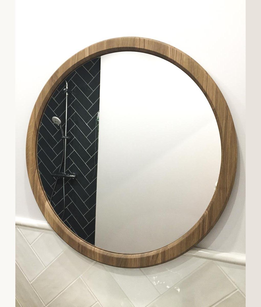 круглое зеркало в раме из массива дуба