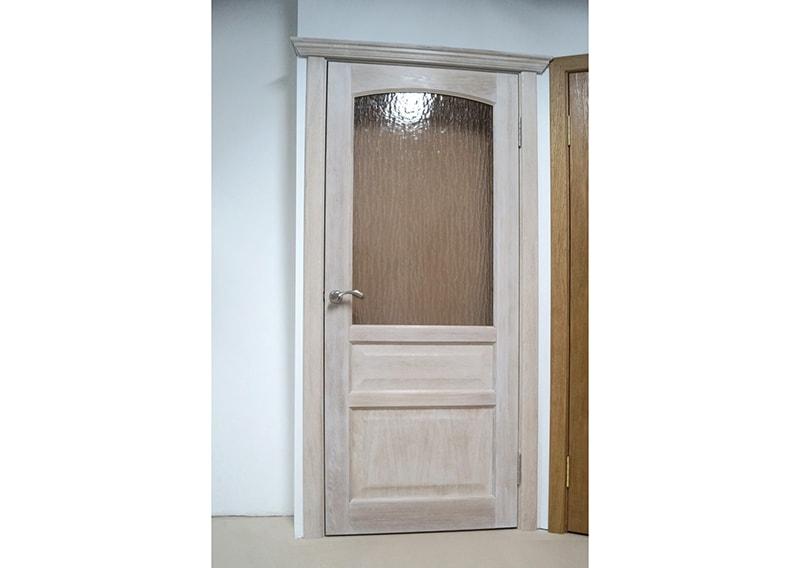 Деревянные межкомнатные двери Лира белого цвета Каталог
